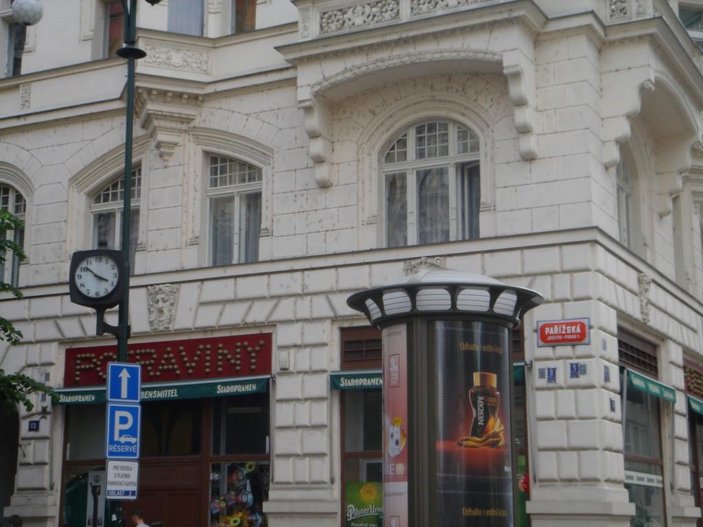 Public clock on Pařížská